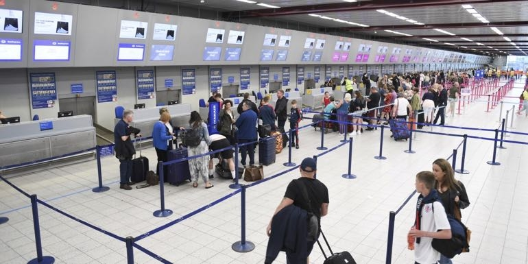 Price competition likely in 'scramble' for travellers as grip on loyalty loosens